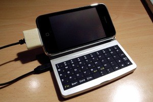 Hacked IPhone Made To Work With Palm Keyboard